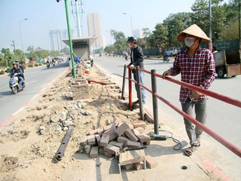 Hà Nội: Cấm đường giờ cao điểm để phục vụ buýt nhanh - ảnh 1