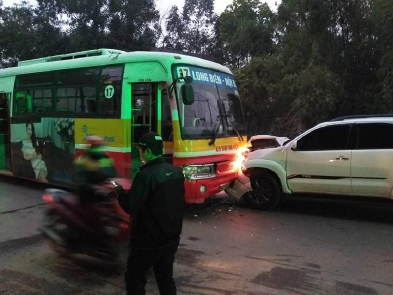Tông tử vong cụ ông, ô tô tiếp tục đối đầu xe buýt - ảnh 1