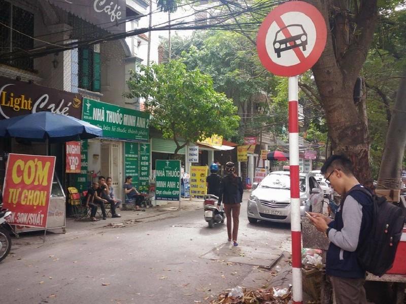 Xe biển xanh đi ngược chiều, ép taxi nhường đường - ảnh 2