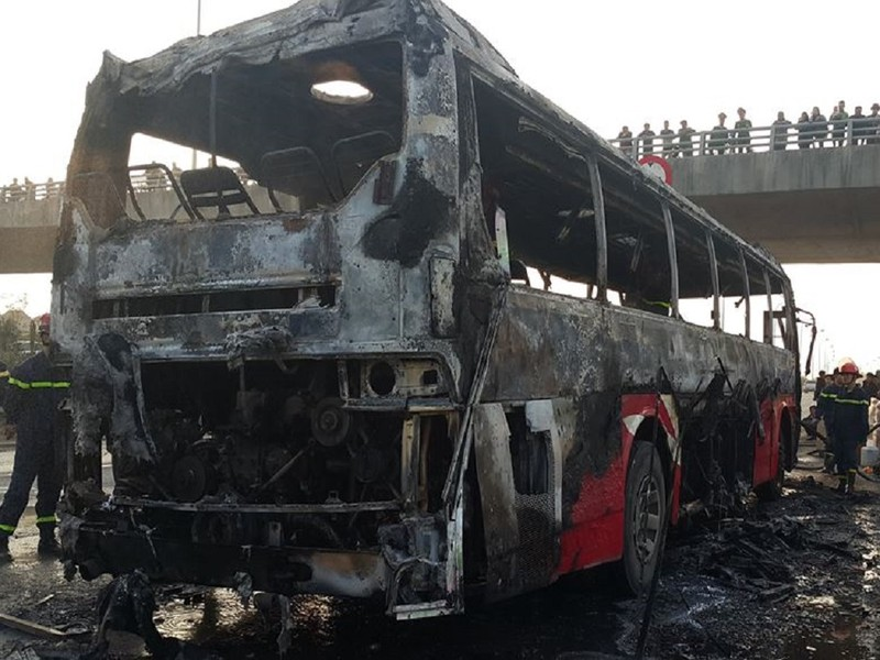 Cháy xe ở đại lộ Thăng Long, không thiệt hại về người - ảnh 2