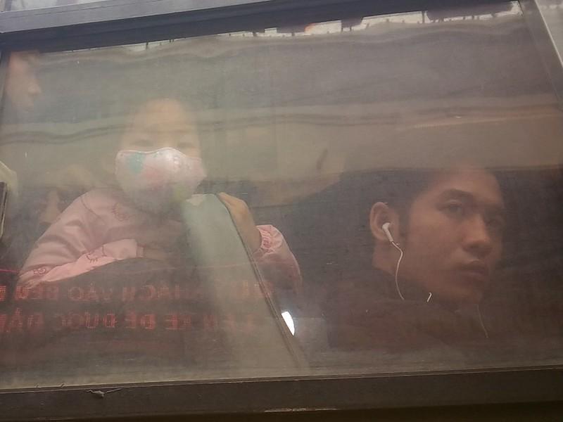 Người đàn ông khóc vì bị 'bỏ rơi' ở Bến xe Mỹ Đình - ảnh 4