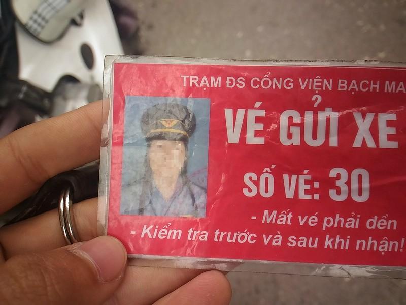 Gác tàu thu vé xe 'cắt cổ' trước cổng BV Bạch Mai - ảnh 4