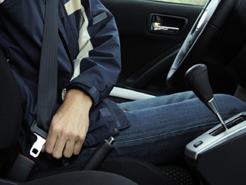 Từ 1-1-2018, ngồi sau không thắt dây an toàn sẽ bị phạt - ảnh 1