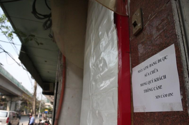 Dẹp vỉa hè: Người dân 'chật vật' rút tiền từ máy ATM - ảnh 3