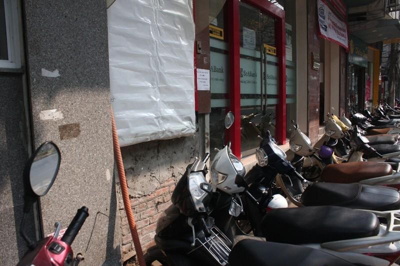 Dẹp vỉa hè: Người dân 'chật vật' rút tiền từ máy ATM - ảnh 4