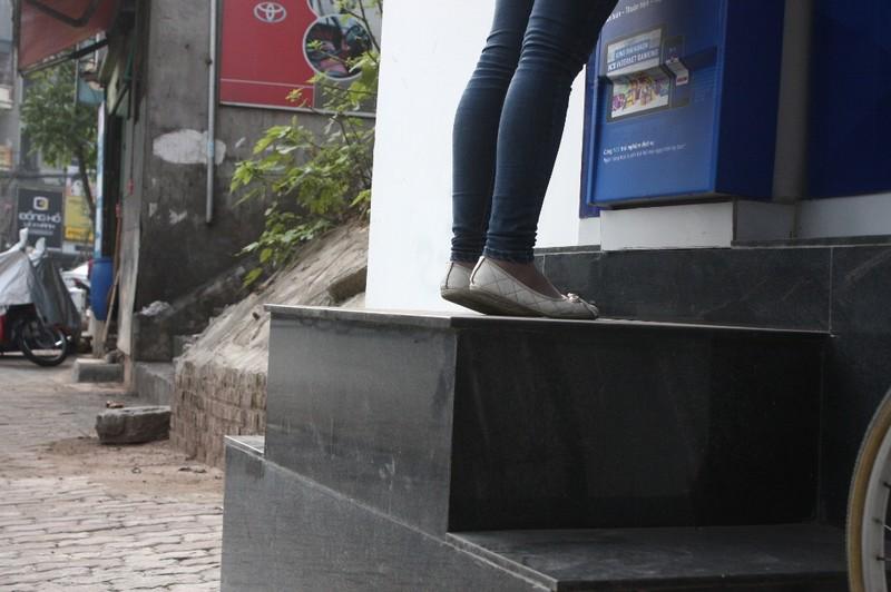 Dẹp vỉa hè: Người dân 'chật vật' rút tiền từ máy ATM - ảnh 5