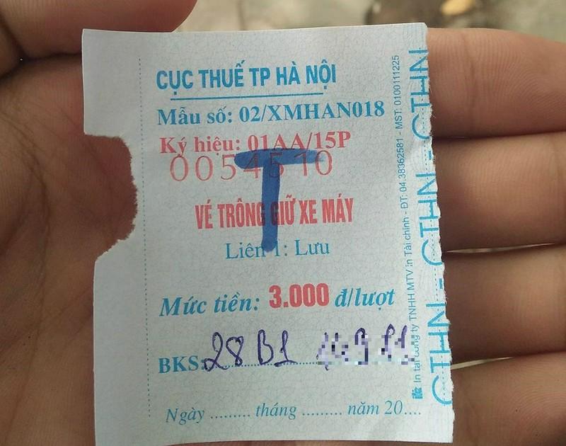 Vé ghi 3.000 đồng/lượt nhưng đều thu của khách mỗi lượt gửi xe 5.000 đồng.