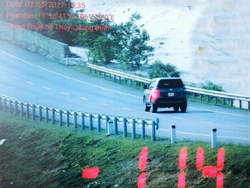 Bị bắn tốc độ, tài xế quay clip tạo sức ép với CSGT - ảnh 1