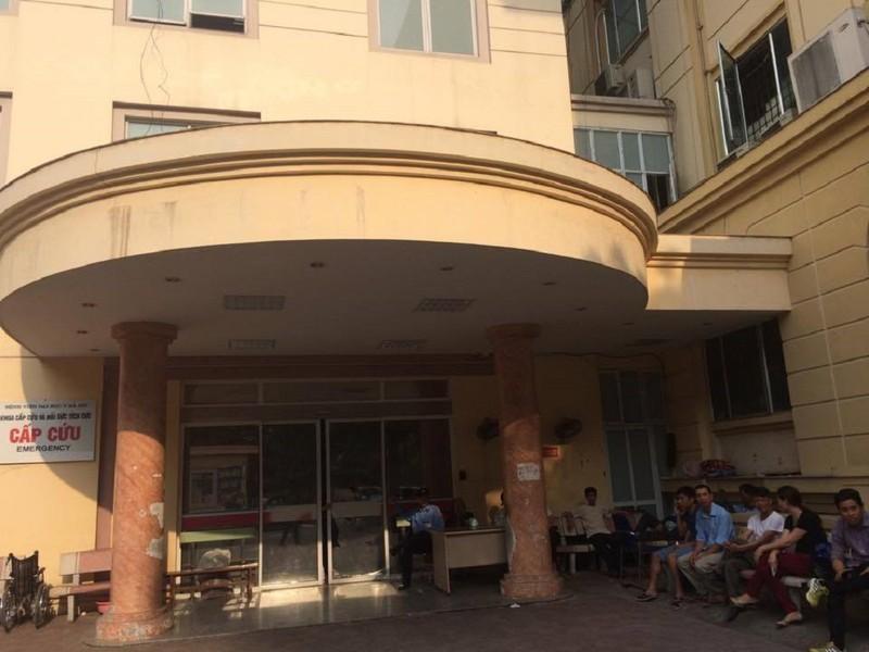 20 côn đồ xông vào bệnh viện truy sát bệnh nhân - ảnh 1