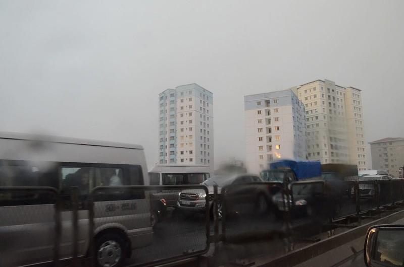 Hà Nội ngập, hàng ngàn ô tô 'chôn chân' dưới mưa tầm tã - ảnh 2