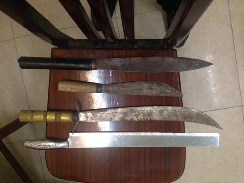 3 thanh niên mang dao, phớ đi 'dạo phố' đụng cảnh sát - ảnh 1