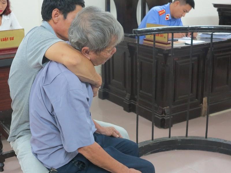 Cụ ông 79 tuổi hiếp dâm bé gái 4 tuổi lãnh án - ảnh 1