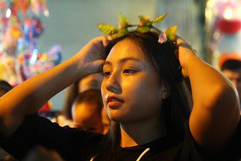 Nam thanh nữ tú Hà Nội 'toát mồ hôi' đi chơi trung thu - ảnh 9