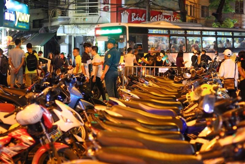 Trung thu là dịp 'chặt chém' của các bãi xe ở Hà Nội  - ảnh 2