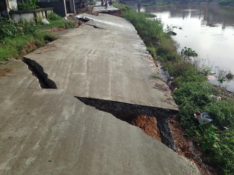 Đường bê tông mới xây đã rạn nứt, sập gãy - ảnh 4