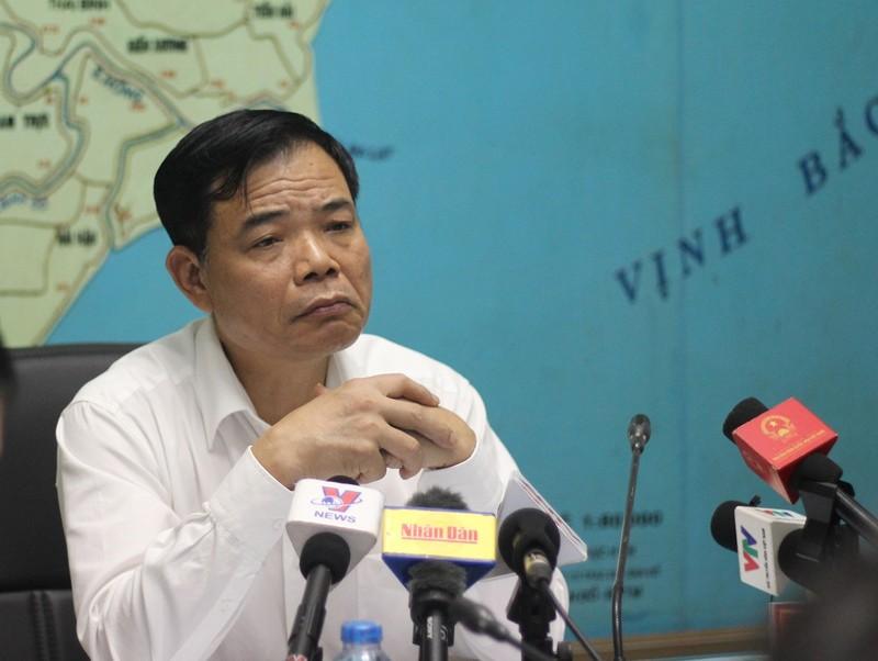 Bộ trưởng NN&PTNT chia sẻ với gia đình PV bị lũ cuốn - ảnh 1