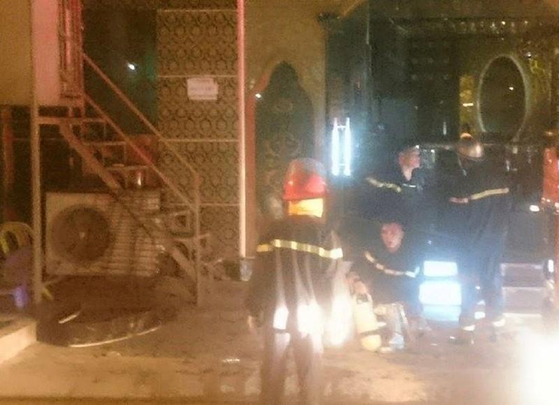 Cháy quán karaoke, 9 xe cứu hỏa nối đuôi dập lửa - ảnh 1