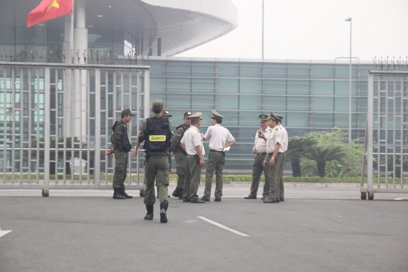 Siết chặt an ninh tại Nội Bài đón ông Tập Cận Bình  - ảnh 1