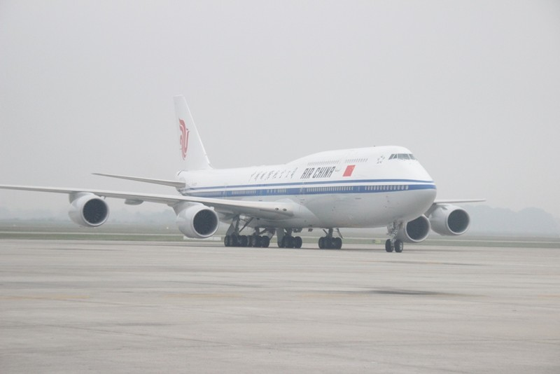 Chùm ảnh đón ông Tập Cận Bình tại sân bay Nội Bài - ảnh 2