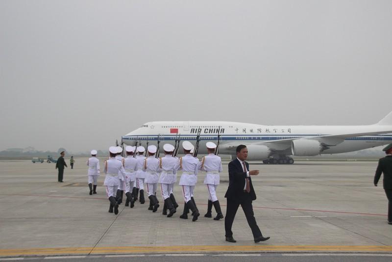 Chùm ảnh đón ông Tập Cận Bình tại sân bay Nội Bài - ảnh 3