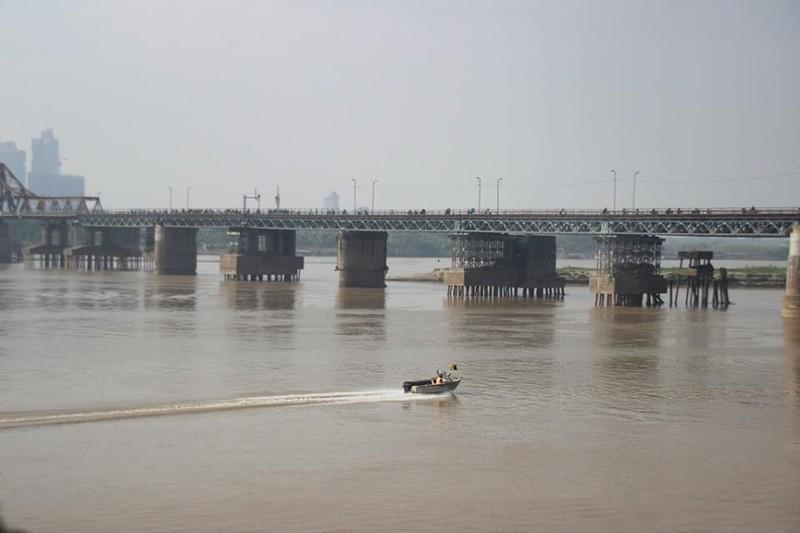 Người nhái lặn vớt bom ở cầu Long Biên - ảnh 5