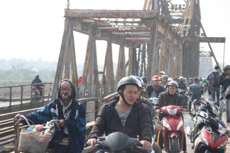 Người nhái lặn vớt bom ở cầu Long Biên - ảnh 4