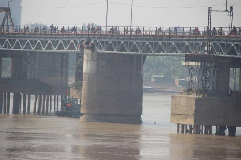 Người nhái lặn vớt bom ở cầu Long Biên - ảnh 6