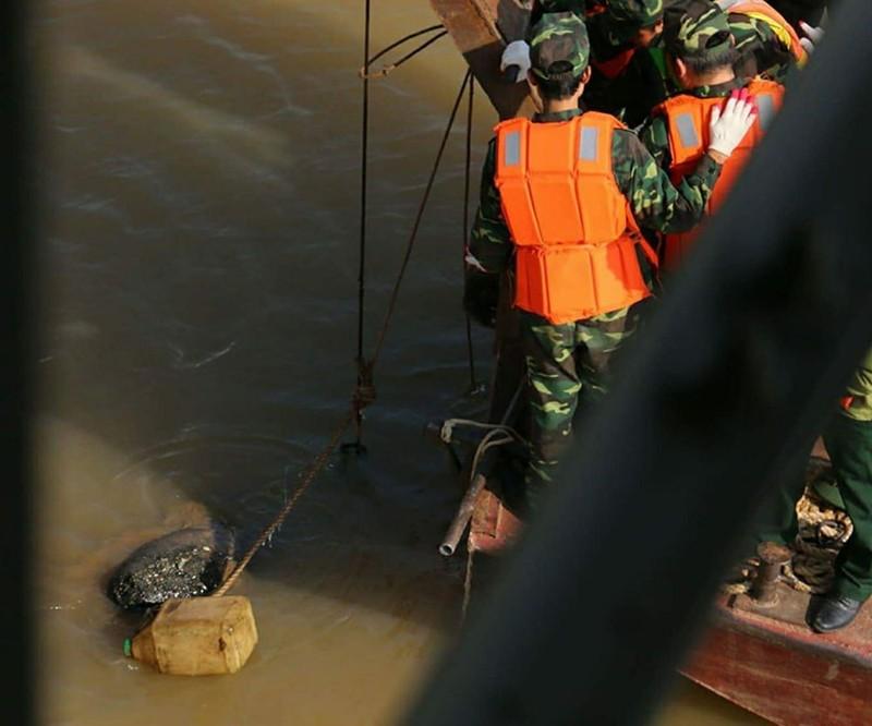 Người nhái lặn vớt bom ở cầu Long Biên - ảnh 7