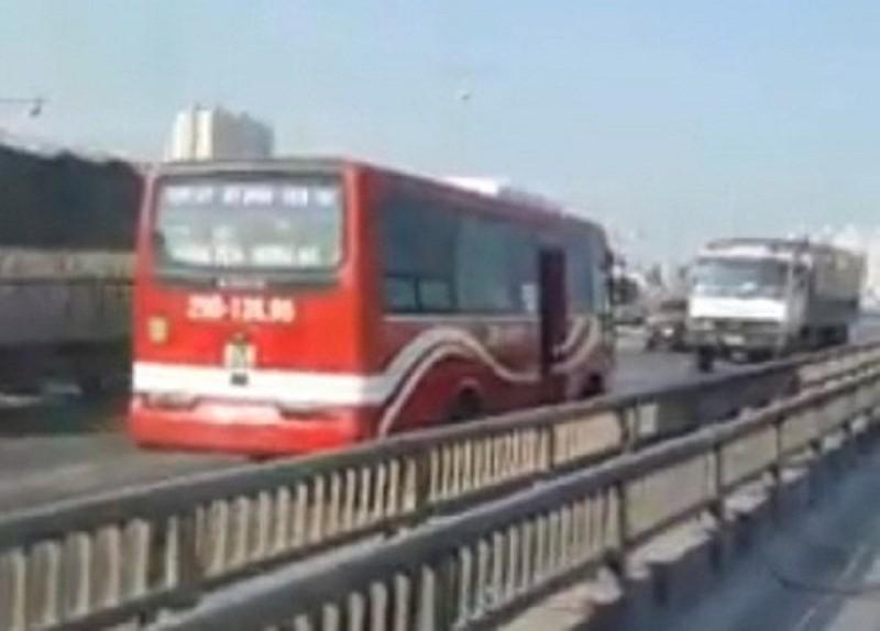 Tước GPLX tài xế xe khách đi ngược chiều đường trên cao - ảnh 2