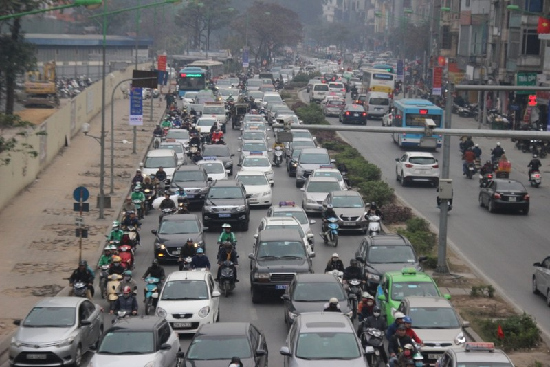 Xe ùn ùn đổ về Hà Nội ngày cận Tết - ảnh 2