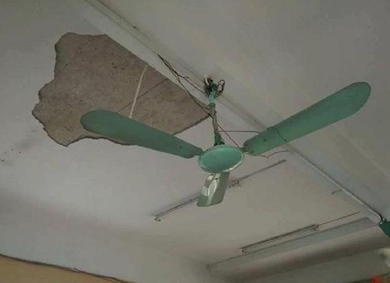 Sập trần nhà tại trường, 3 học sinh bị thương   - ảnh 1