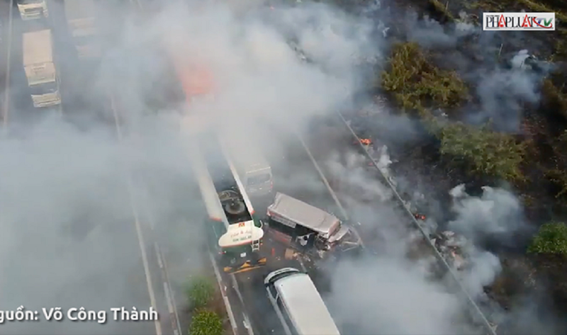 Hiểm họa giao thông từ đốt rơm rạ - ảnh 1