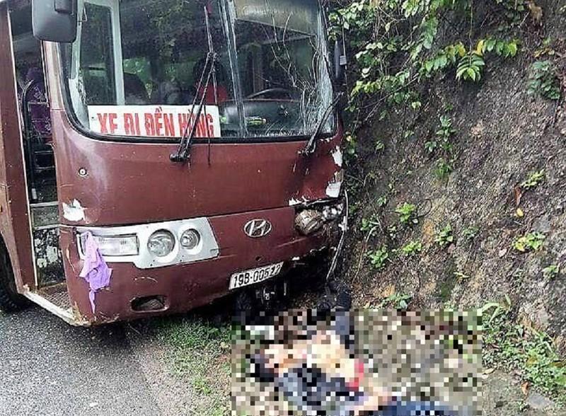 Xe chở khách đi lễ đền Hùng gây tai nạn - ảnh 1