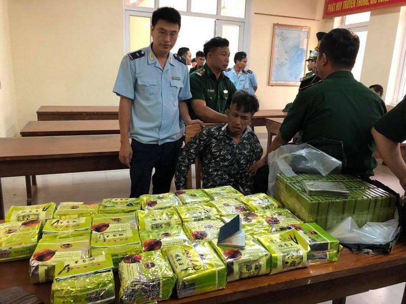 Máy quét phát hiện 25 kg ma túy đá và 52 bánh heroin - ảnh 1