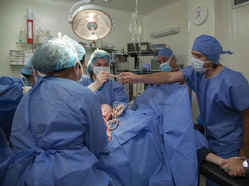 Ngoạn mục: 2 BV hợp sức cứu mẹ con sản phụ cận kề cửa tử - ảnh 1