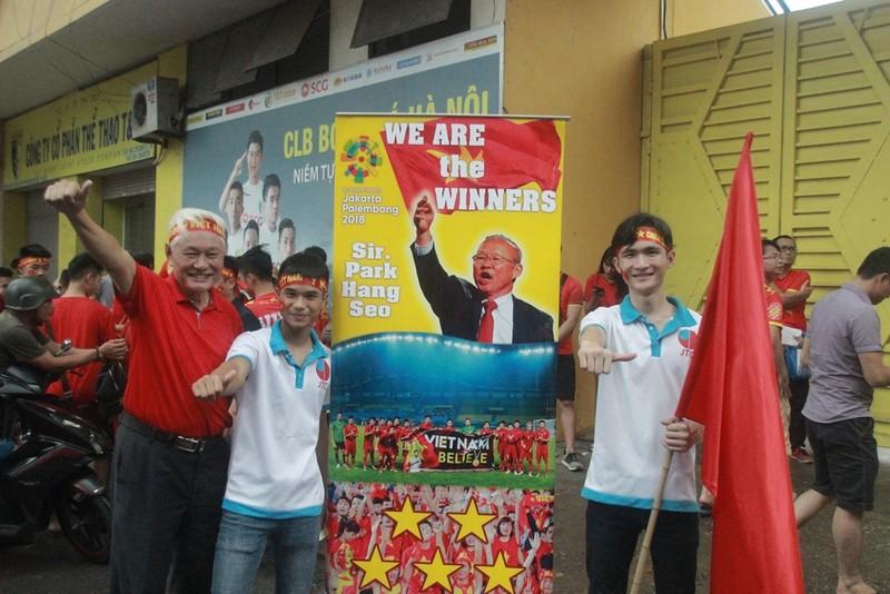 Hà Nội đã sẵn sàng 'cháy rực' cùng Olympic Việt Nam - ảnh 1
