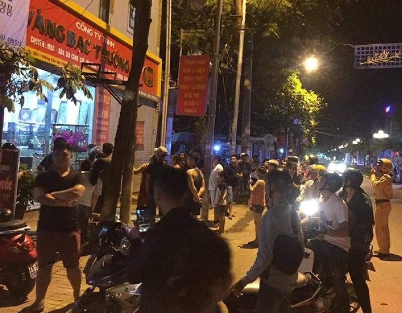 3 thanh niên đi ô tô cướp tiệm vàng trong đêm - ảnh 1