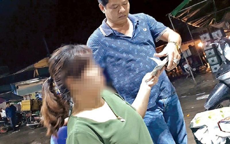 Khởi tố vụ án cưỡng đoạt tài sản tại chợ đầu mối Long Biên - ảnh 1
