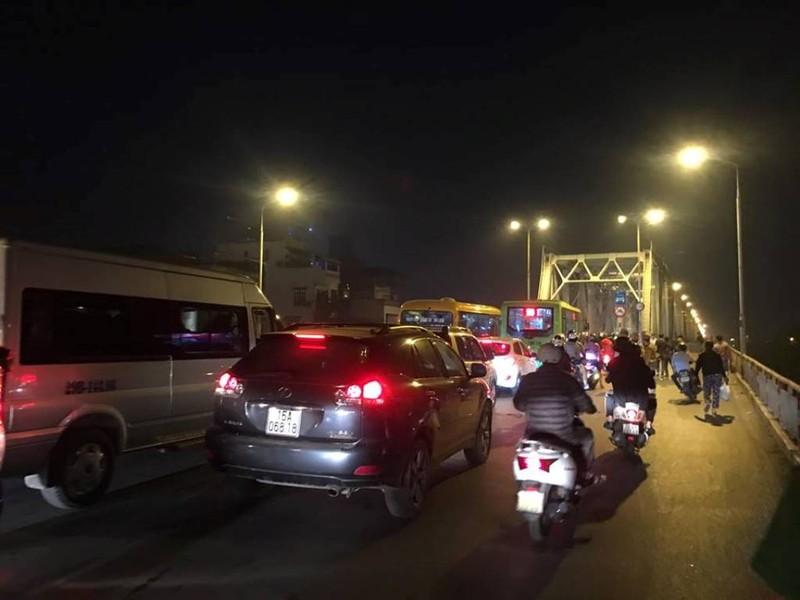 Xuyên đêm tìm kiếm ô tô lao khỏi cầu Chương Dương - ảnh 6