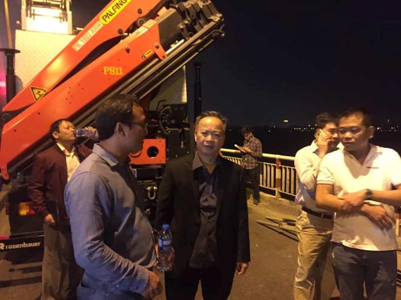Xuyên đêm tìm kiếm ô tô lao khỏi cầu Chương Dương - ảnh 4