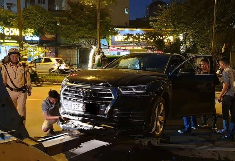 Xe Audi mất lái gây tại nạn liên hoàn giữa phố - ảnh 2