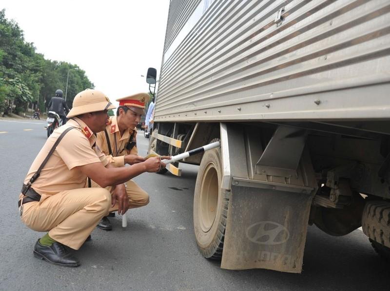 Hàng ngàn tài xế bị phạt vì vỏ xe không đảm bảo tiêu chuẩn - ảnh 1