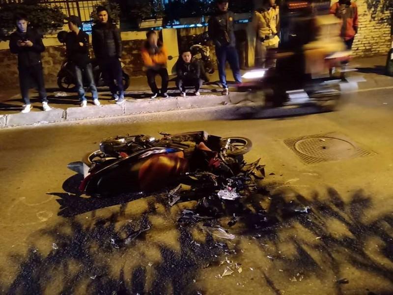 'Xe điên' Lexus đâm gục hàng chục xe máy, tông cả xe CSGT - ảnh 3