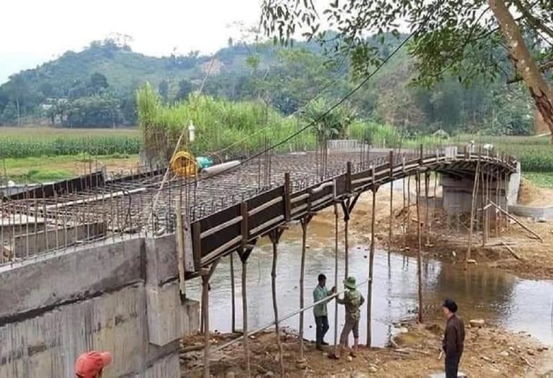 Thi công sai thiết kế, cây cầu từ thiện sập xuống suối - ảnh 2