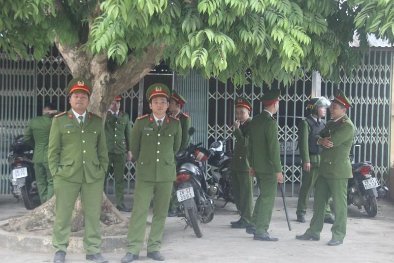 An ninh nghiêm ngặt tại phiên xử bác sĩ Hoàng Công Lương - ảnh 4