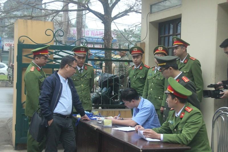 An ninh nghiêm ngặt tại phiên xử bác sĩ Hoàng Công Lương - ảnh 5