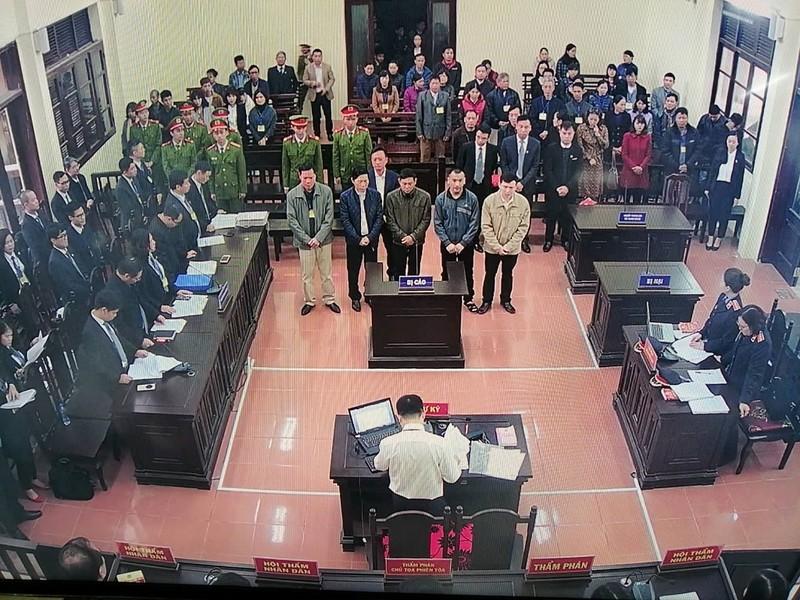 An ninh nghiêm ngặt tại phiên xử bác sĩ Hoàng Công Lương - ảnh 10