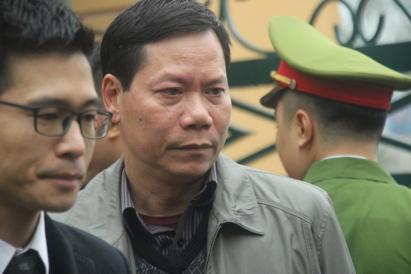 Tòa bắt đầu làm việc, BS Hoàng Công Lương vẫn chưa đến - ảnh 2