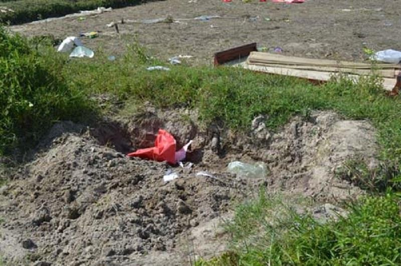Phát hiện thi thể bé trai bị vùi dưới đất - ảnh 1