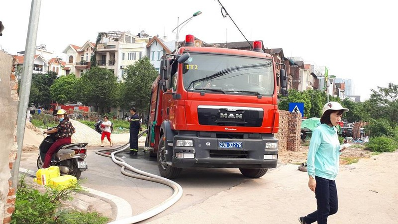 Người thân ngóng tin 8 nạn nhân vụ cháy kinh hoàng ở Hà Nội - ảnh 5